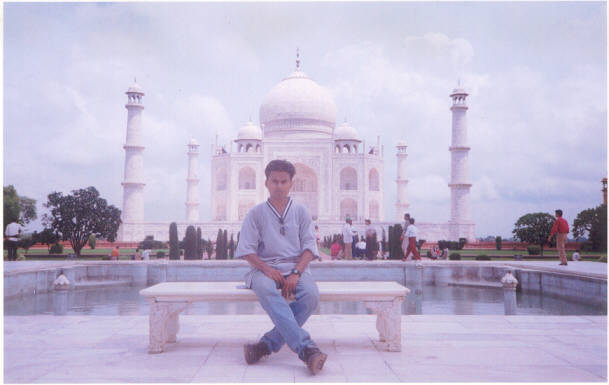 Me in front of Taj Mahal (Click to view my album)